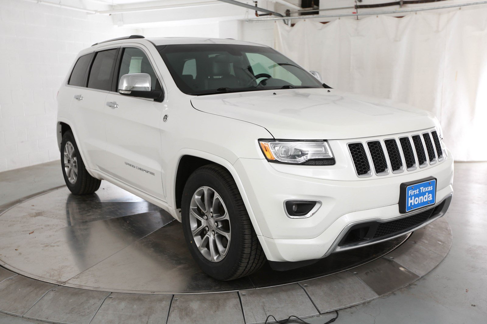 Pre Owned 2016 Jeep Grand Cherokee Overland